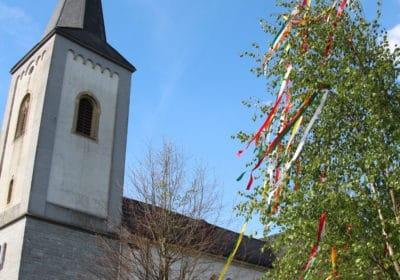Maibaum des Bürgervereins auf dem Dorfplatz